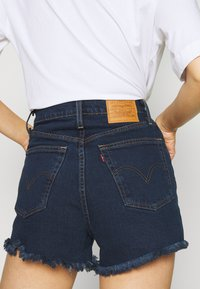 Levi's® - RIBCAGE - Shorts di jeans - charleston blue black - 4