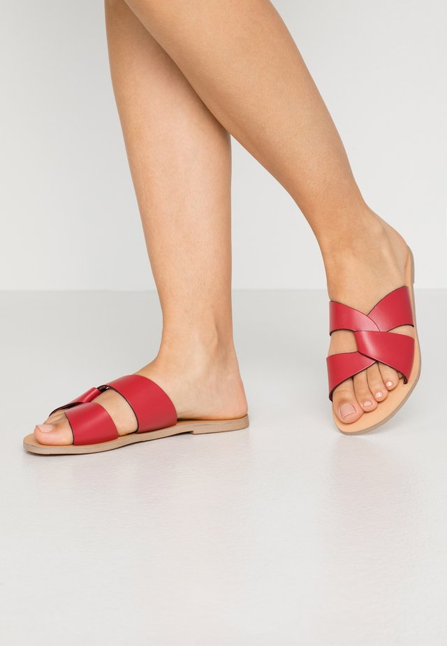 JETSON SLIDE - Mules - red