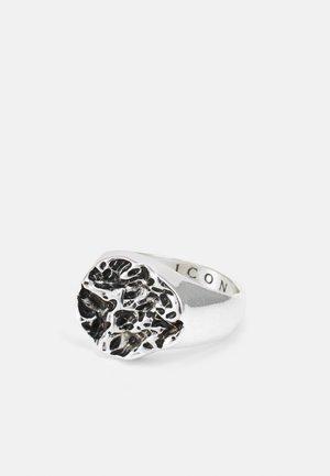 MOLTEN ROUND SIGNET - Ringar - silver-coloured