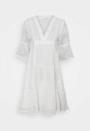 DRESS BRODERIE ANGLAISE - Robe d'été - off white