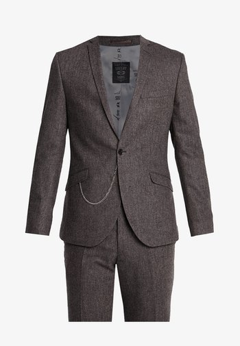 NEWTOWN SUIT