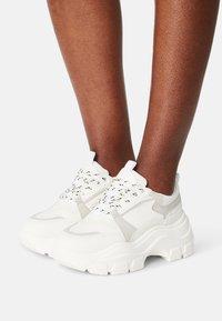 Glamorous - Sneakersy niskie - white - 0