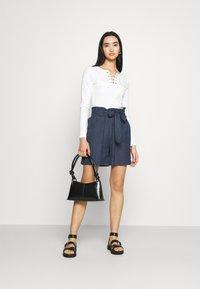 ONLY - ONLSMILLA VIVA LIFE LONG BELT  - Shorts - vintage indigo - 1