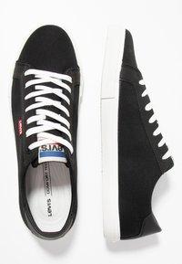 Levi's® - WOODS - Sneakersy niskie - black - 1