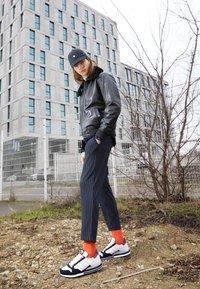 adidas Originals - ZX 500 UNISEX - Matalavartiset tennarit - footwear white/grey/core black - 0