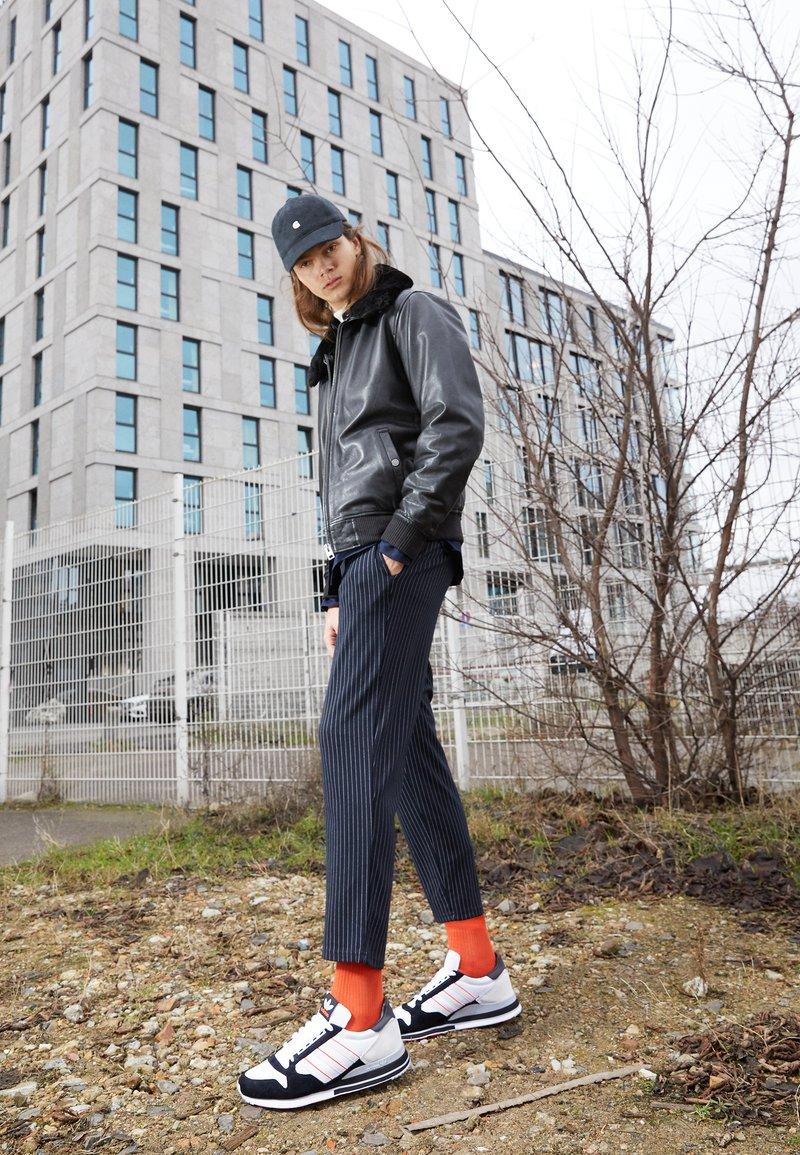 adidas Originals - ZX 500 UNISEX - Matalavartiset tennarit - footwear white/grey/core black