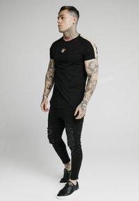SIKSILK - Print T-shirt - black - 3