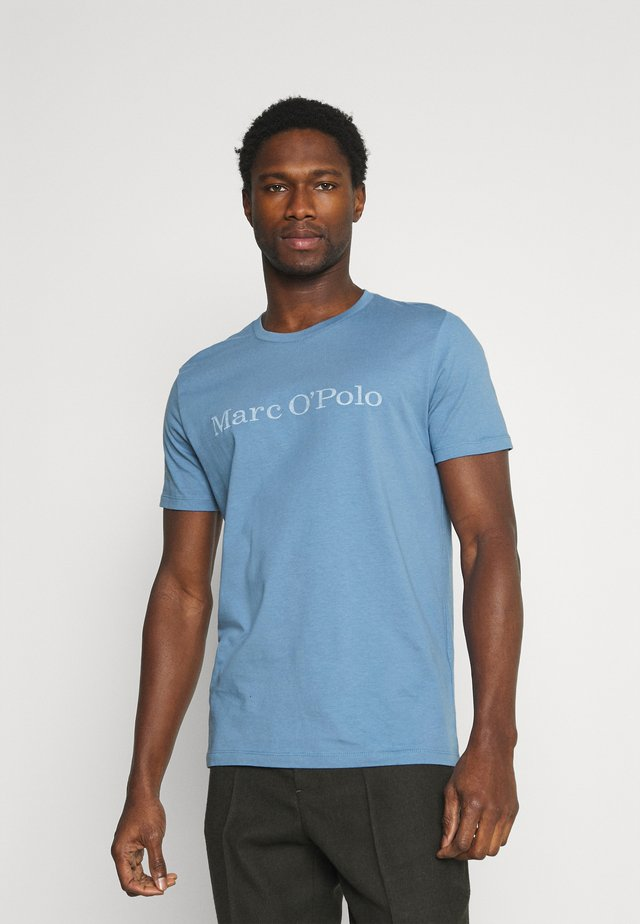 SHORT SLEEVE - T-shirt con stampa - kashmir blue