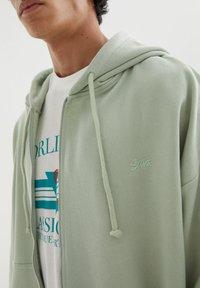 PULL&BEAR - Zip-up sweatshirt - green - 3
