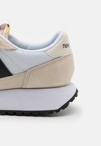 New Balance - Trainers - turtledove - 5