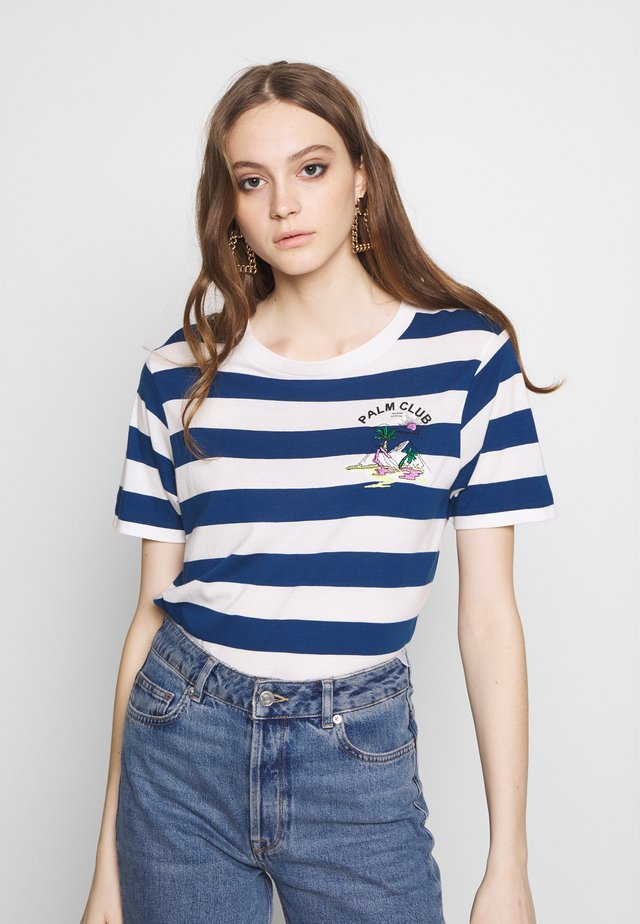 REGULAR FIT STRIPED TEE WITH CHEST ARTWORK - T-shirt print - combo