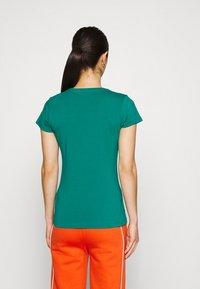 Ellesse - ROSEMUND TEE - T-shirts print - green - 2