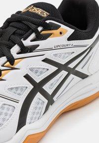 ASICS - UPCOURT 4 - Zapatillas de balonmano - white/black - 5