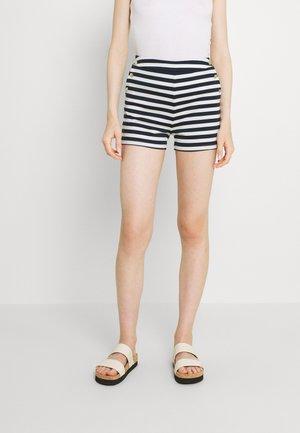 VITINNY BUTTON - Shorts - snow white/navy blazer