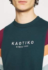 Kaotiko - UNISEX CREW SEATTLE - Sweatshirt - cloud - 5