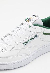 Reebok Classic - CLUB C 85 UNISEX - Zapatillas - utility green/ivy green/white - 5