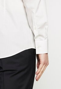 HUGO - JENNO SLIM FIT - Formal shirt - natural