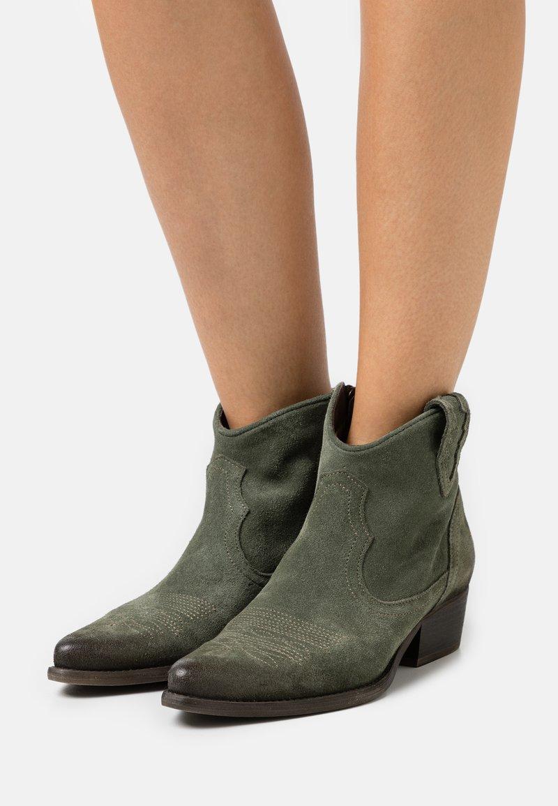 Felmini Wide Fit - WEST - Cowboy/biker ankle boot - marvin birch