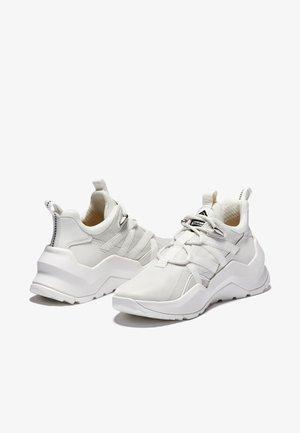 Madbury Oxford - Sznurowane obuwie sportowe - white mesh