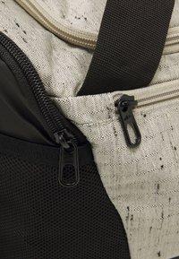 Nike Performance - DUFF SLUB UNISEX - Sporttas - stone/black - 4
