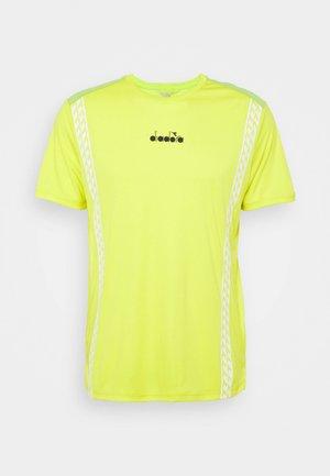 CHALLENGE - Print T-shirt - green spring