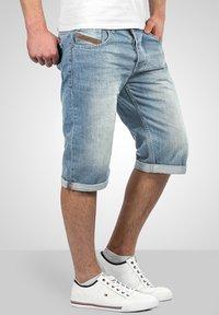 Alessandro Salvarini - Denim shorts - hellblau - 0