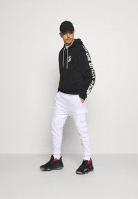 Nike Sportswear - COURT PANT - Tracksuit bottoms - white - 1
