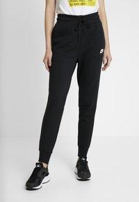 Nike Sportswear - W NSW TCH FLC PANT - Verryttelyhousut - black/white - 0