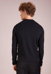 Emporio Armani - Maglietta a manica lunga - nero - 2