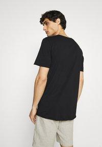 Selected Homme - SLHWYATT O NECK TEE  - T-shirt - bas - black - 2