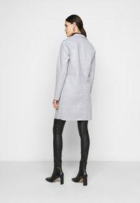 ONLY Tall - ONLCARRIE BONDED COAT - Klasický kabát - light grey - 2