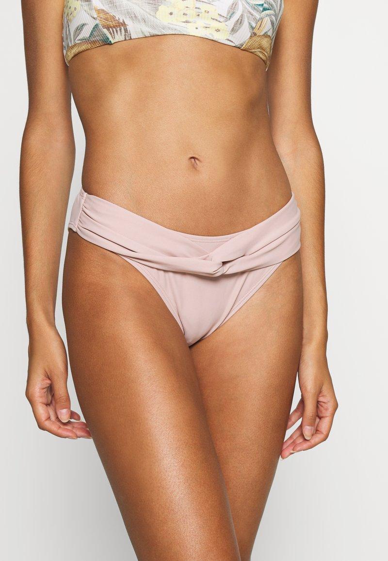 NA-KD - TWISTED HIGHCUT PANTY - Bikiniunderdel - dusty rose