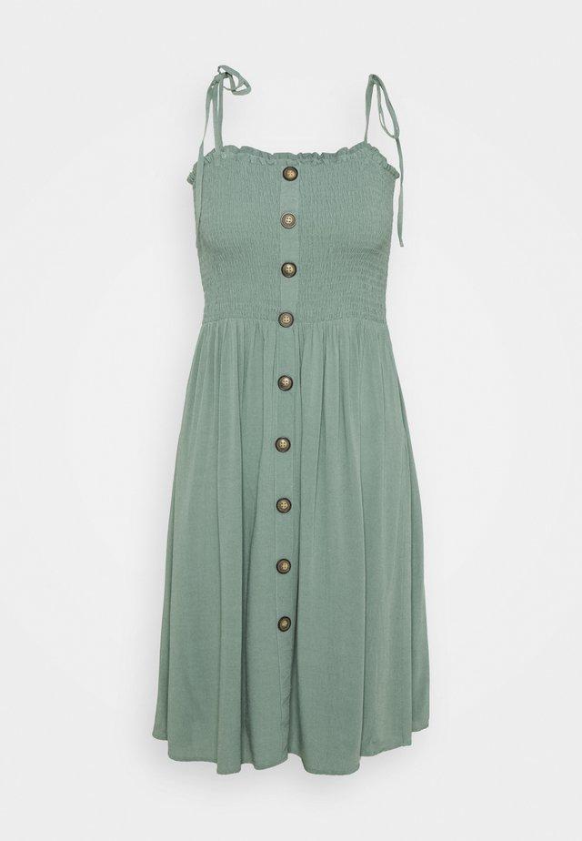 ONLANNIKA SMOCK DRESS - Freizeitkleid - chinois green