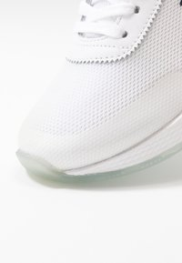 Tommy Jeans - FLEXI RUNNER - Sneakersy niskie - white - 2