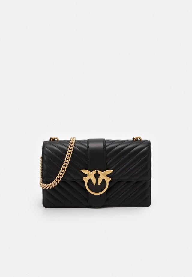 LOVE CLASSIC ICON TRAPUNTATA CHEVRONNE - Across body bag - black
