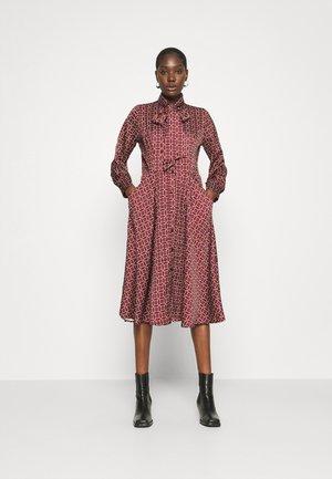 BOW DRESS - Košilové šaty - maroon
