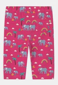 Frugi - LAURIE BIKER ELEPHANTS AND RAINBOWS - Shorts - deep pink - 1