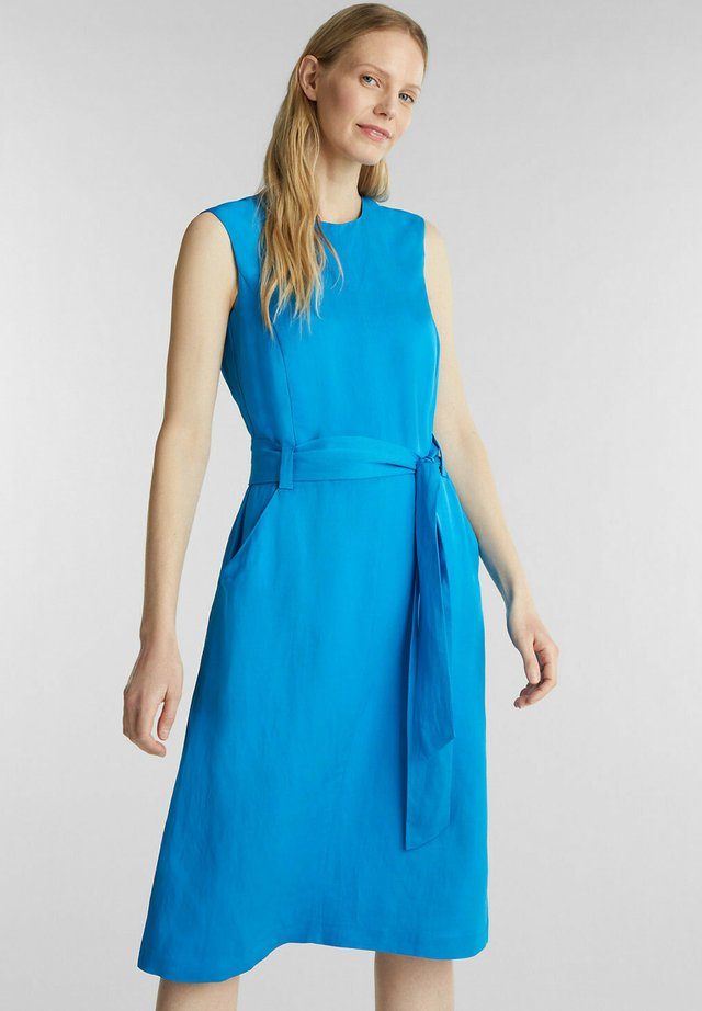 MIT BINDEGÜRTEL - Korte jurk - turquoise