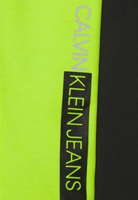 Calvin Klein Jeans - INSTITUTIONAL BLOCK - Teplákové kalhoty - yellow - 2