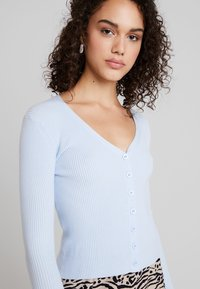 Glamorous - FINE CARDIGAN - Cardigan - light blue - 4