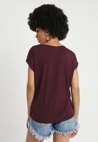 Vero Moda - Basic T-shirt - winetasting - 2