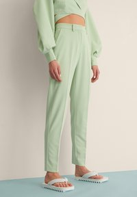 NA-KD - STRAIGHT SUIT PANTS - Trousers - dusty green - 1