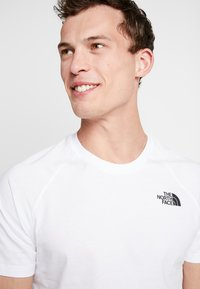 The North Face - RAG DO TEE - T-shirt z nadrukiem - white - 4
