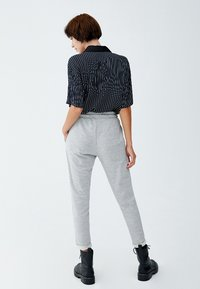 PULL&BEAR - Tracksuit bottoms - light grey - 2