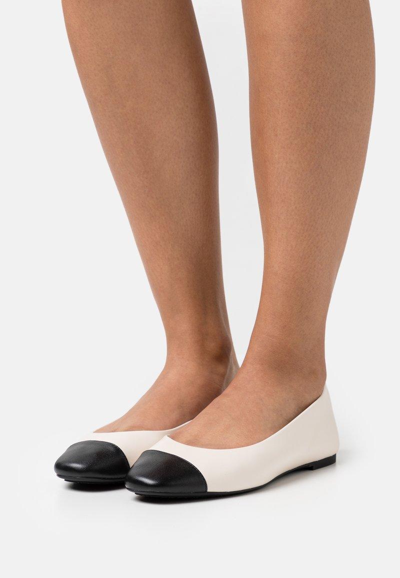 MICHAEL Michael Kors - ALYSSA FLEX BALLET - Ballet pumps - light cream