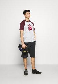 Zimtstern - TRAILSTAR EVO SHORT ME - Sports shorts - pirate black - 1