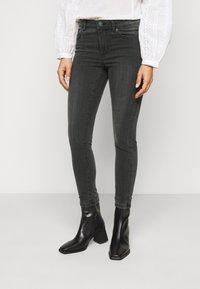 Vero Moda Petite - VMTANYA PIPING - Jeans Skinny Fit - dark grey denim - 0