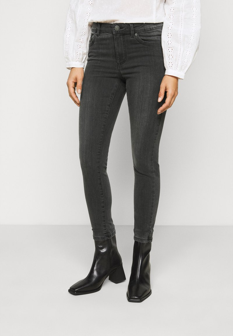 Vero Moda Petite - VMTANYA PIPING - Jeans Skinny Fit - dark grey denim