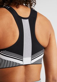Nike Performance - FLYKNIT BRA - Sports bra - black/pure platinum - 3