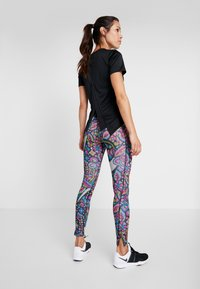 Nike Performance - TOP FEMME - Print T-shirt - black/hyper pink - 2
